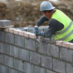 Dráguló építőanyag, dráguló munkaerő