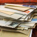 Postai áremelés? Ki ad még fel levelet?