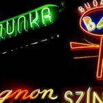 Polgári kezdeményezéssel mentenék meg a régi budapesti neonokat